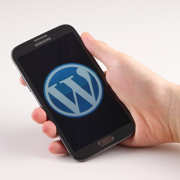 wordpress logo on smart phone
